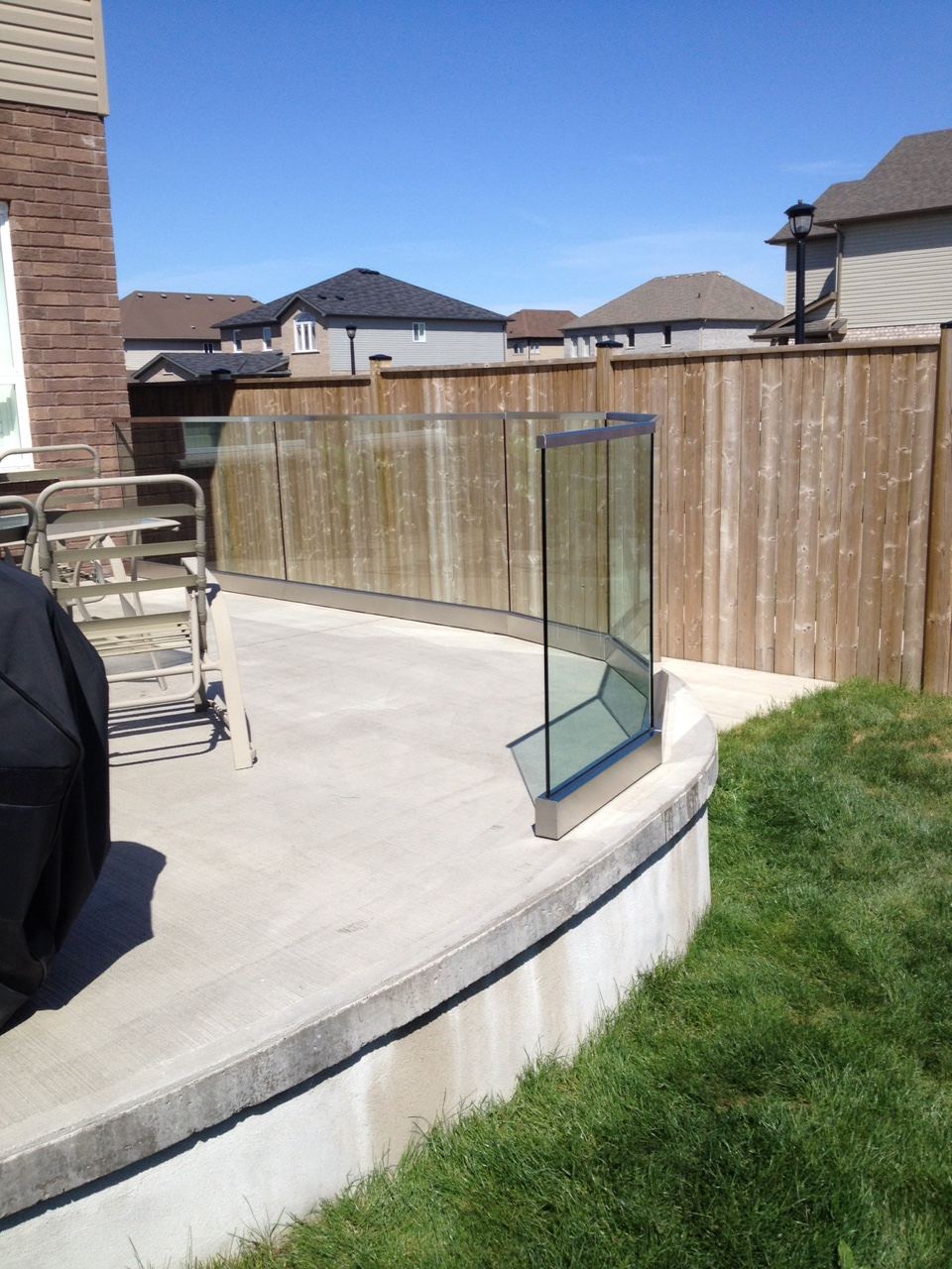 curved glass railngs on deck